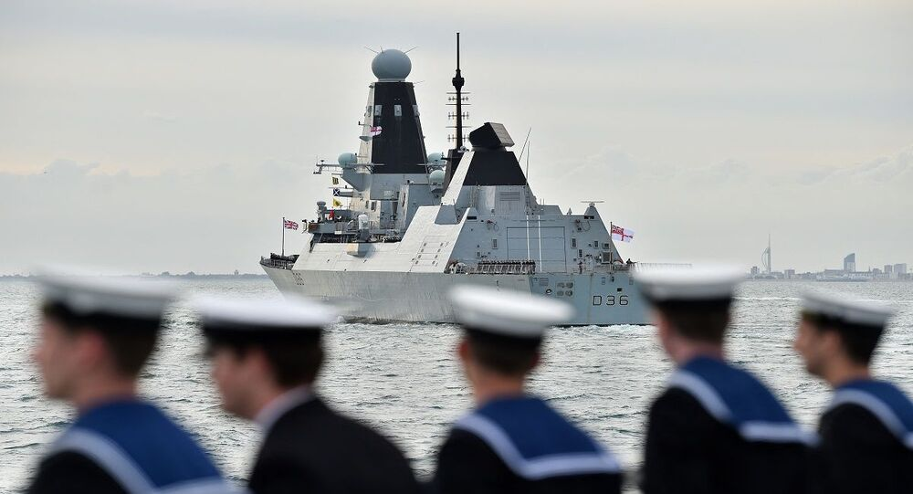 المدمرة إتش إم إس ديفيندر من فئة تايب 45 التابع للبحرية الملكية البريطانية