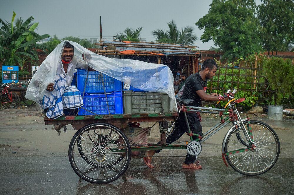 أمطار غزيرة في دكا، بنغلادش