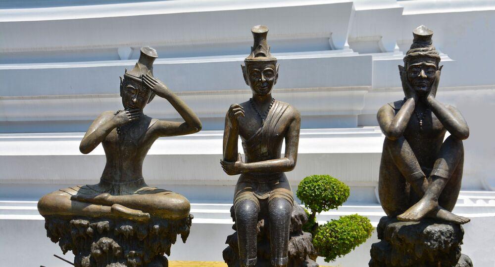 تماثيل تشير إلى حالات من التأمل والعلاج بالطاقة