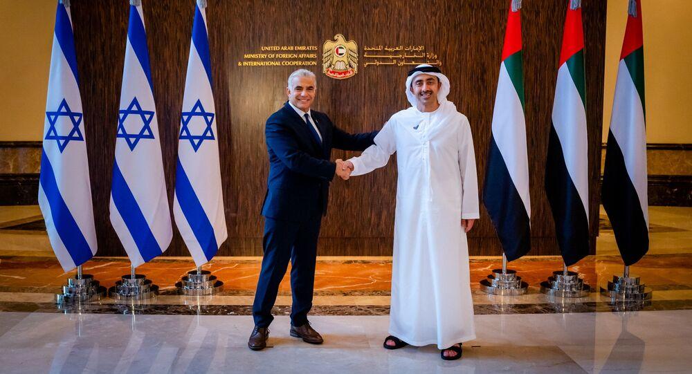 يائير لابيد مع  عبدالله بن زايد آل نهيان في أبو ظبي