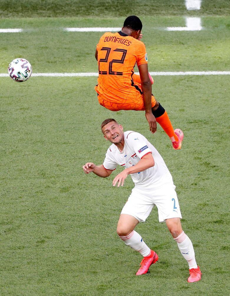 مباراة دور الـ 16 من بطولة يورو 2020 - مباراة ساخنة بين منتخبي جمهورية التشيك وهولندا، انتهت بفوز المنتخب التشيكي في ملعب بوشكاش أرينا في بودابست، المجر 27 يونيو 2021