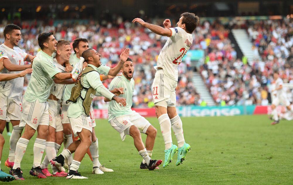 مباراة دور الـ 16 من بطولة يورو 2020 - اللاعب الإسباني مايكل أويارزابال، يعبر عن فرحته بتسجيل الهدف الخامس لمنتخبه وبذلك يفوز على نظيره الكرواتي في ملعب باركن في كوبنهاغن، الدنمارك 28 يونيو 2021