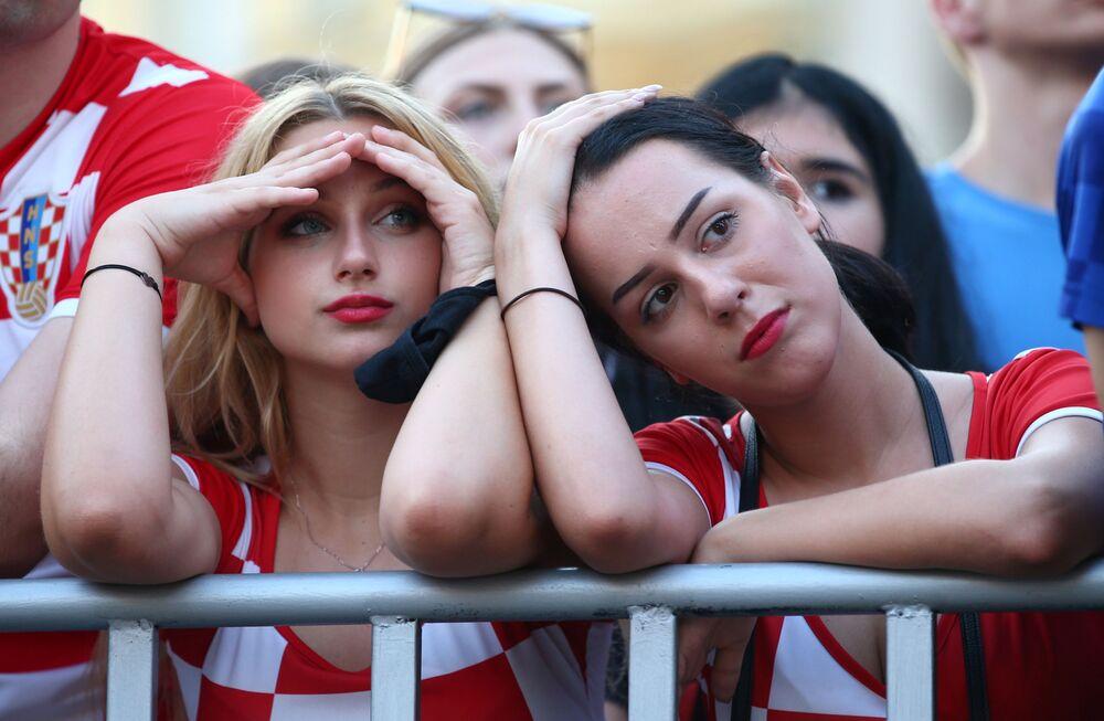 مباراة دور الـ 16 من بطولة يورو 2020 -المشجعون الكرواتيون في مدينة زغرب الكرواتية خلال مشاهدتهم مباراة منتخبهم مع نظيره الإسباني في ملعب باركن في كوبنهاغن، 28 يونيو 2021