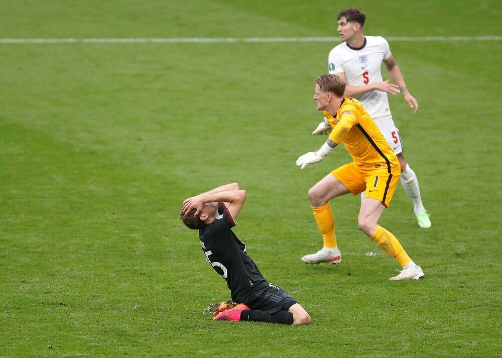 مباراة دور الـ 16 من بطولة يورو 2020 - لاعب المنتخب الألماني توماس مولر بعد فشل تسجيله هدفا خلال مباراة مع منتخب إنجلترا، بريطانيا 29 يونيو 2021