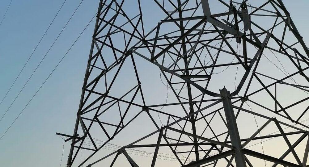أبراج للطاقة الكهربائية في شرق العراق