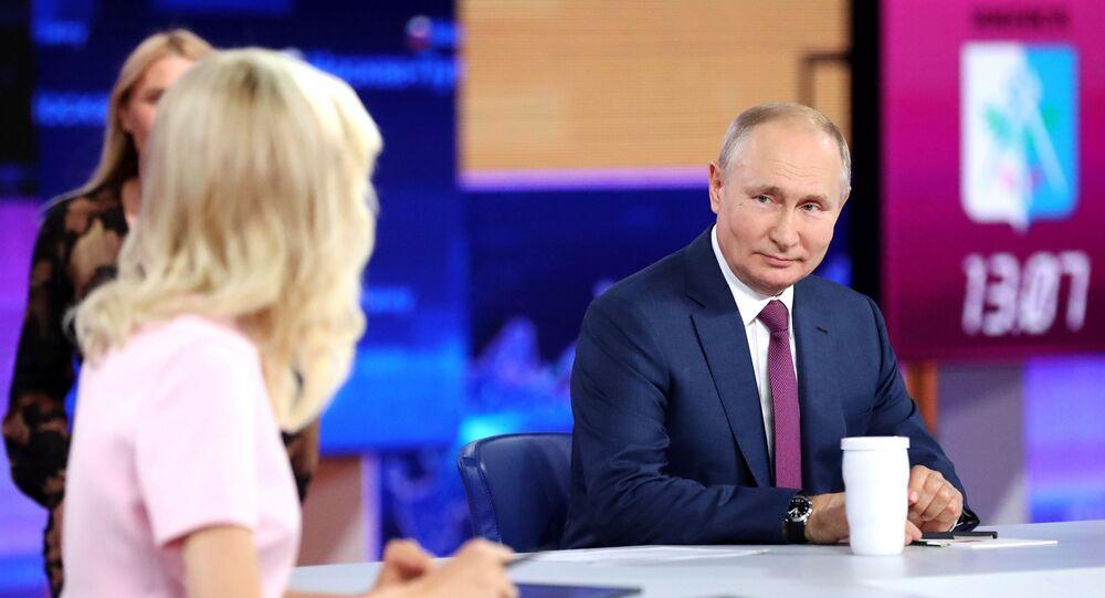 بوتين في حوار مع المواطنين الروس...الخط المباشر