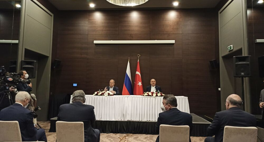 مؤتمر صحفي لوزير الخارجية سيرغي لافروف ونظيره التركي تشاووش أغلو في أنتطاليا