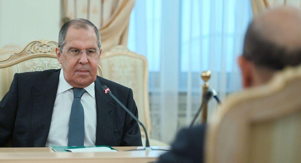 وزير الخارجية الروسي سيرغي لافروف خلال لقاء مع نظيره البحريني عبد اللطيف بن راشد الزياني في موسكو
