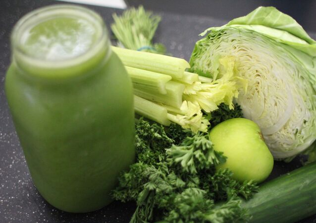الكرفس مع بعض الخضراوات وعصير الكرفس