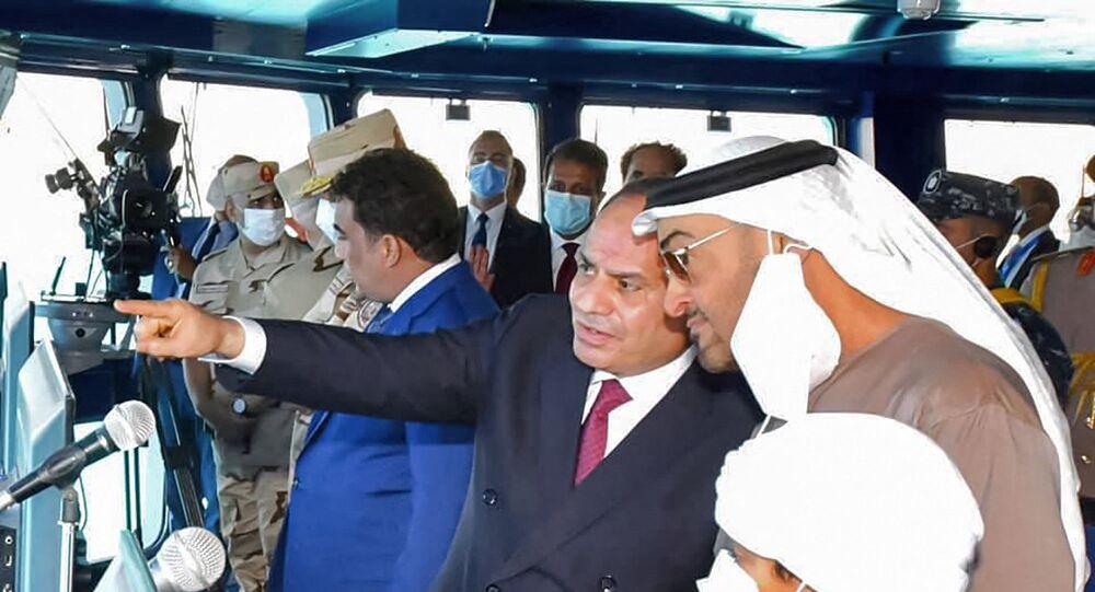 عبد الفتاح السيسي والشيخ محمد بن زايد خلال افتتاح قاعدة 3 يوليو البحرية المصرية