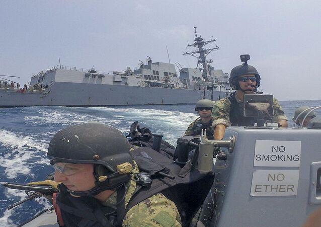 قوارب ريب القتالية يستخدمها جنود البحرية الأمريكية