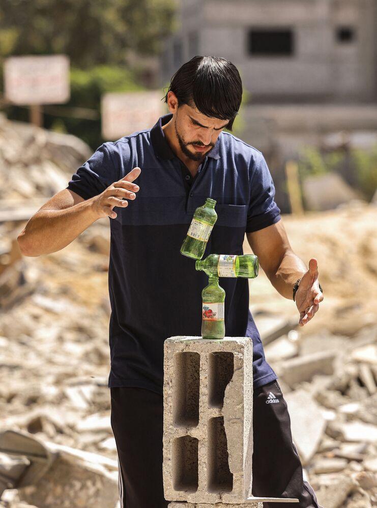 الفنان الفلسطيني محمد الشنبري