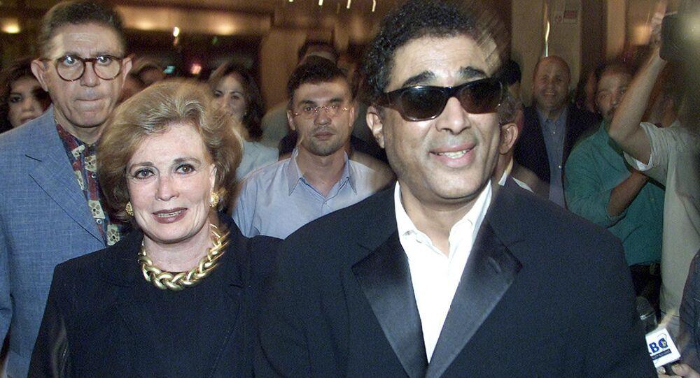 أحمد زكي مع جيهان السادات في العرض الخاص لفيلم أيام السادات