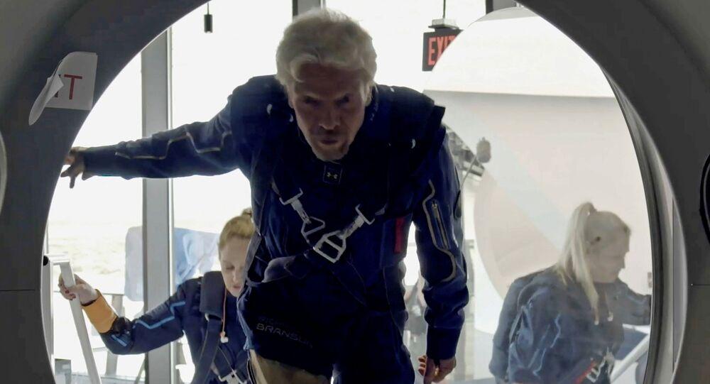 الميلياردير البريطاني ريتشارد برانسون يقوم باول رحلة سياحية إلى الفضاء 11/07/2021