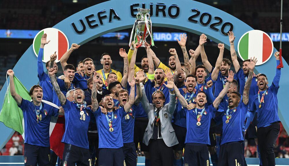 المنتخب الإيطالي يفوز بكأس بطولة أمم أوروبا يورو 2020 في ملعب ويمبلي، لندن، إنجلترا 11 يوليو 2021