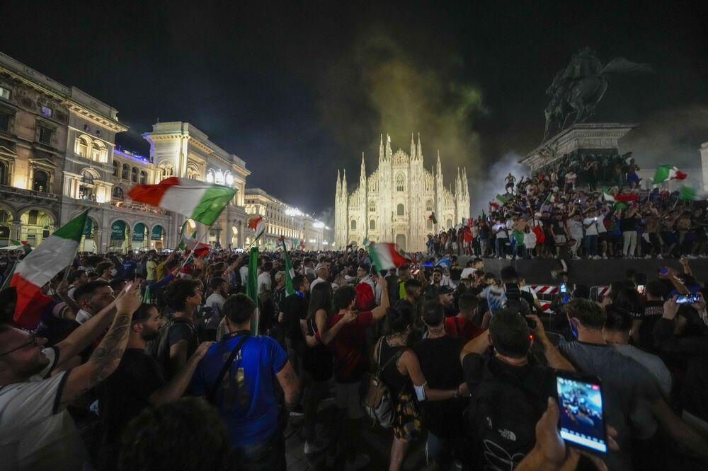 مشجعو المنتخب الإيطالي في ميلانو