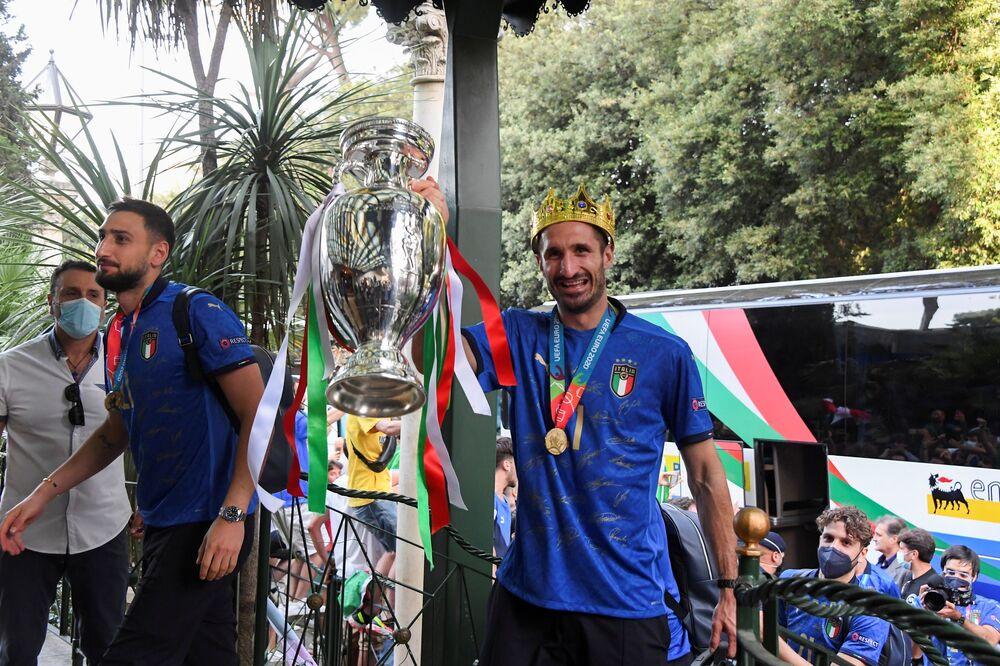 كابتن المنتخب الإيطالي جورجيو كيلليني وحارس المرمى جانلويجي دوناروما