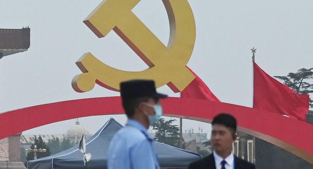 أحد أفراد الشرطة الصينية