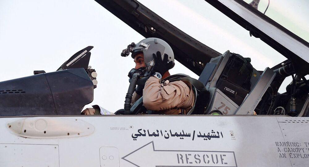 طيار تابع للقوات الجوية الإماراتية المشاركة في عاصفة الحزم ضمن التحالف العربي للحرب في اليمن