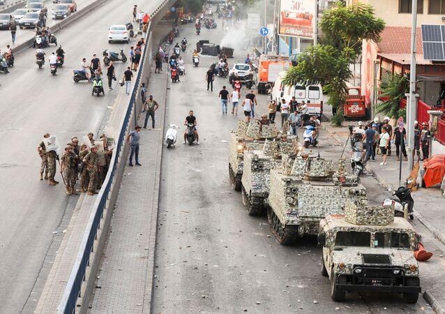لبنان: احتجاجات وقطع طرق بعد اعتذار الحريري