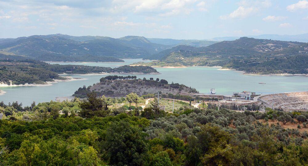 منظر عام لمدينة اللاذقية و بحيرة (16 تشرين) - سوريا