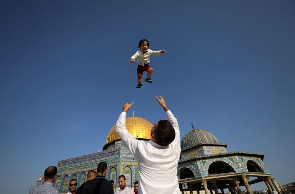 أجواء الاحتفال بعيد الأضحى في ساحة مسجد الأقصى، القدس، فلسطين 20 يوليو 2021