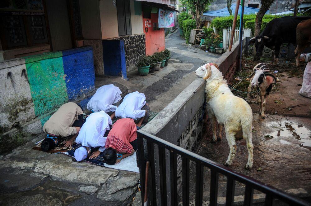 صلاة عيد الأضحى في مدينة باندونغ، إندونيسيا 20 يوليو 2021