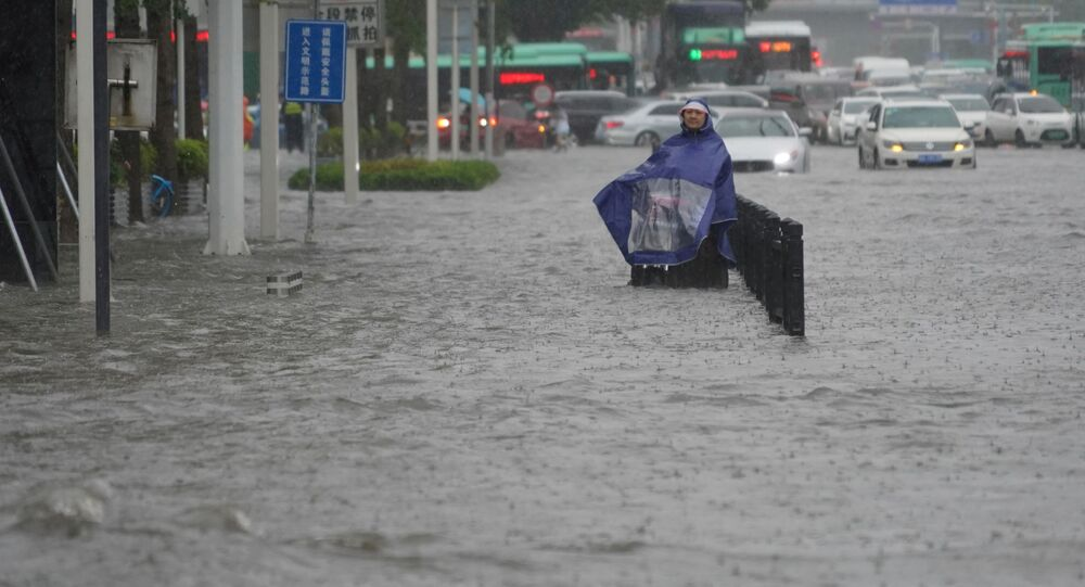 فيضانات هائلة تنجم عن أمطار غزيرة في تشنغتشو، وسط محافظة هينان، الصين 20 يوليو 2021