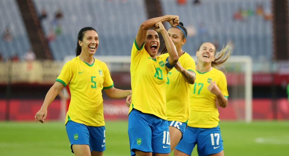 أولمبياد طوكيو 2020 - كرة القدم - سيدات - المجموعة السادسة - الصين - البرازيل - ملعب مياجي ، مياجي ، اليابان - 21 يوليو 2021. البرازيلية مارتا تحتفل بتسجيل هدفها الثالث.