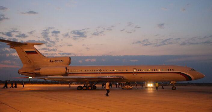الطائرة الروسية تحط في مطار دمشق الدولي محملة بالمساعدات الطبية