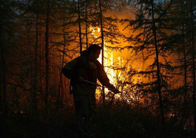 اطفاء الحرائق في ياقوتيا، روسيا  16 يوليو 2021