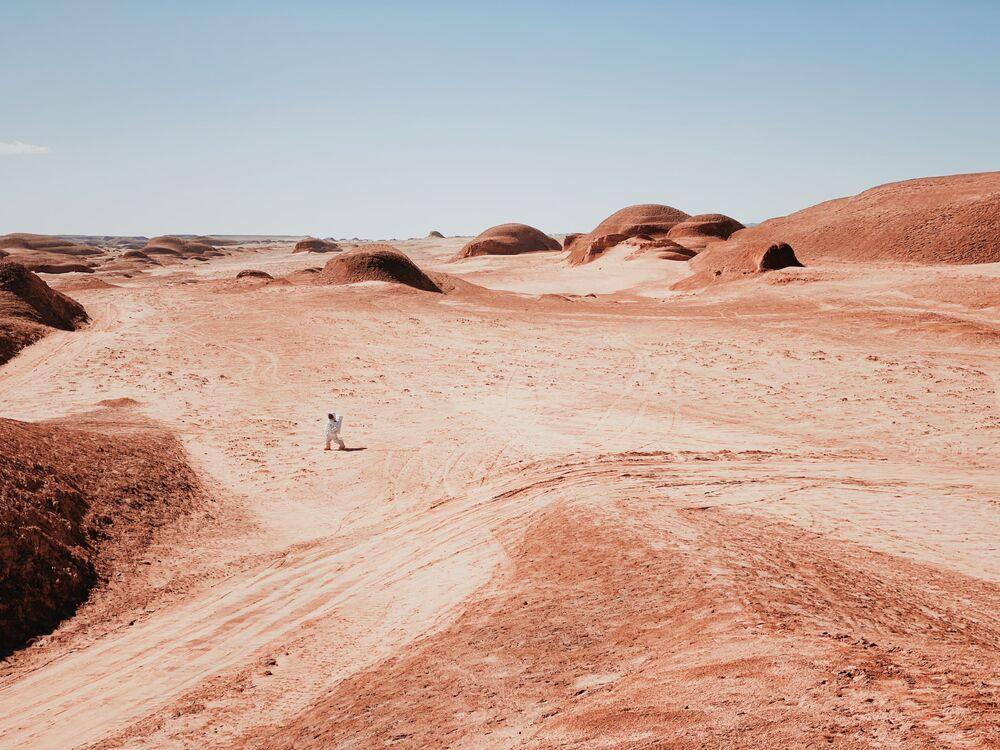 صورة نزهة على المريخ، للمصور الصيني دان ليو، الحائز على المركز الأول في ترشيحات مصور العام من  مسابقة التصوير الدولية IPPAWARDS 2021
