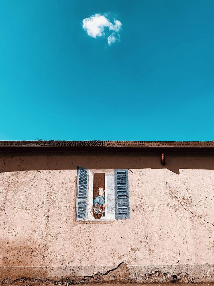 صورة العزلة، للمصورة الإيطالية كارلوتا كونسوني، الحائزة على المركز الثاني في ترشيحات آخرون من  مسابقة التصوير الدولية IPPAWARDS 2021