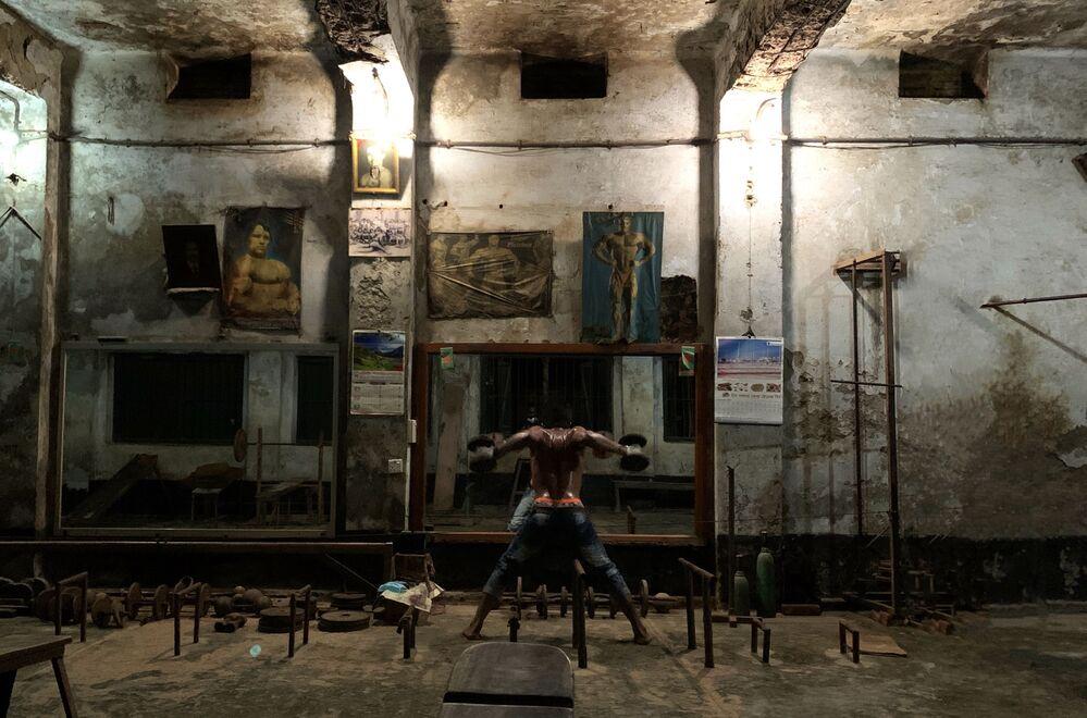 صورة صالة رياضية قديمة، للمصور البنغلاديشي مهابوب حسين خان، الحائز على المركز الأول في ترشيحات أسلوب حياة من  مسابقة التصوير الدولية IPPAWARDS 2021