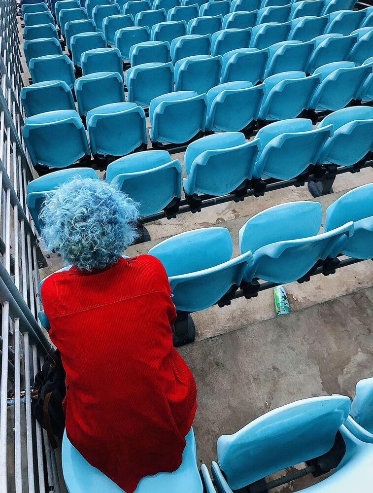 صورة بعنوان الصيف الأسود الجبل الأزرق، للمصور الأسترالي كريستيان هورغان، الحائز على المركز الأول في ترشيحات الأشخاص من مسابقة التصوير الدولية IPPAWARDS 2021