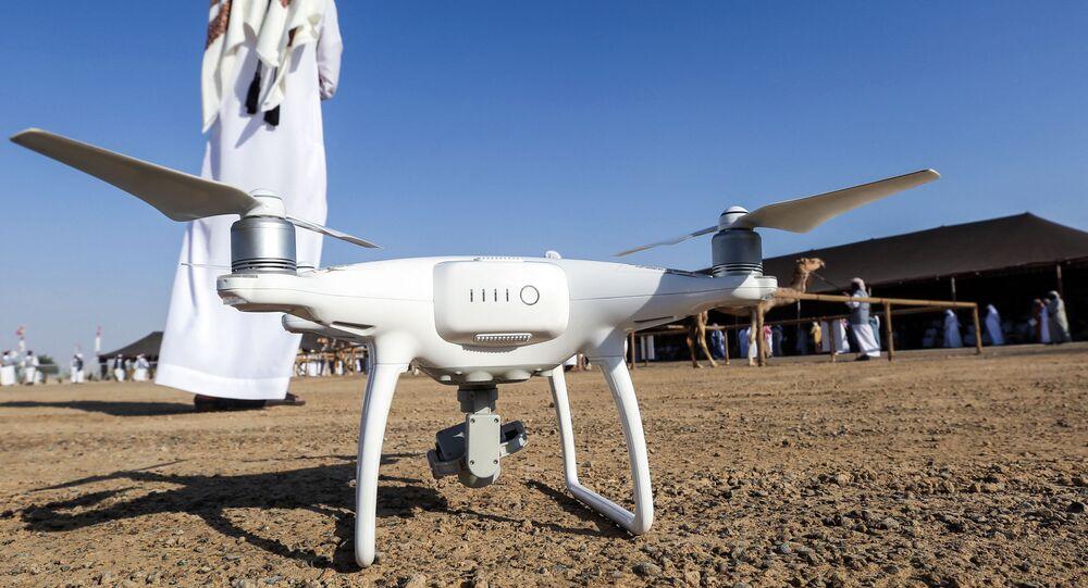 طائرة مسيرة إماراتية مزودة بكاميرا مراقبة أثناء وجودها على الأرض