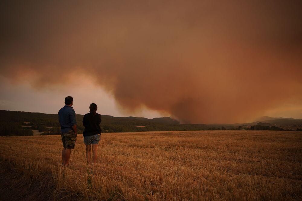 حرائق الغابات بالقرب من تاراغونا، شمال شرق كتالونيا في إسبانيا، 25 يوليو 2021