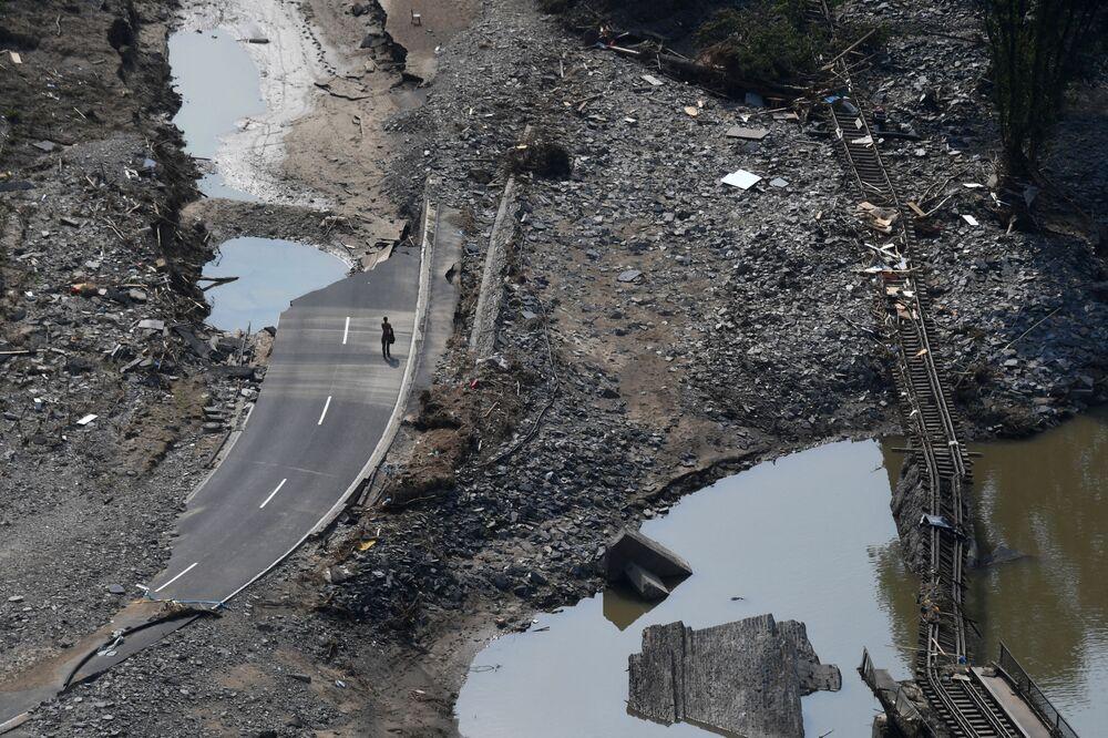 مسار سكة حديد مدمر في أرفايلر، بعد وقوع فيضانات ضخمة في غرب ألمانيا 23 يوليو 2021