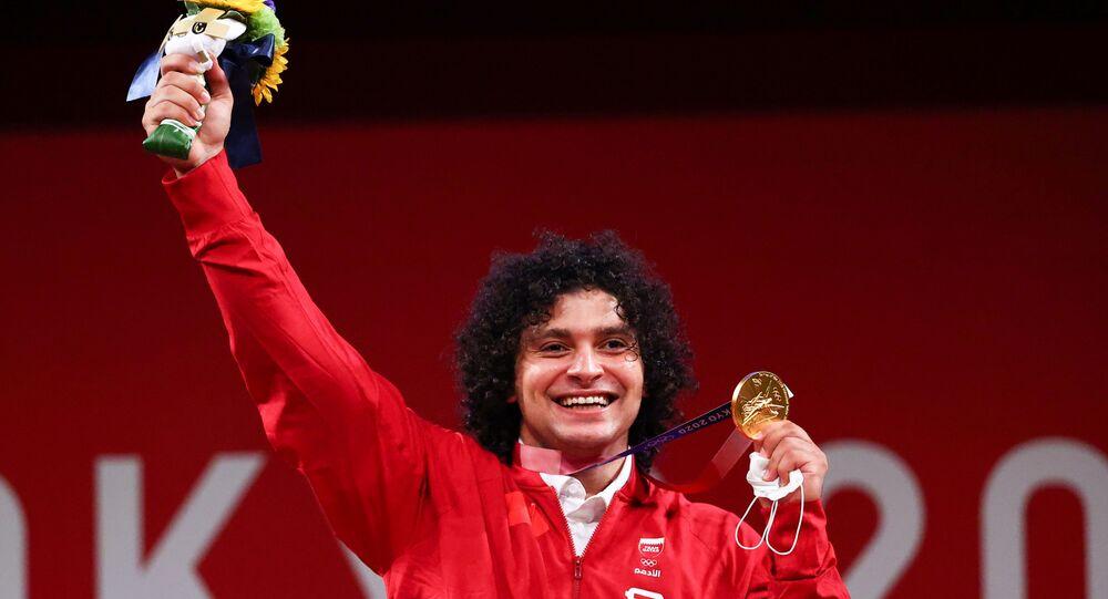 الرباع القطري فارس حسونة بعد فوزه بأول ميدالية أولمبية ذهبية في تاريخ قطر بأولمبياد طوكيو