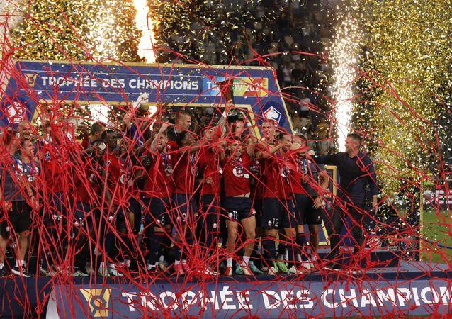 ليل يتوج بكأس الرابطة الفرنسية لكرة القدم بعد فوزه على باريس سان جيرمان
