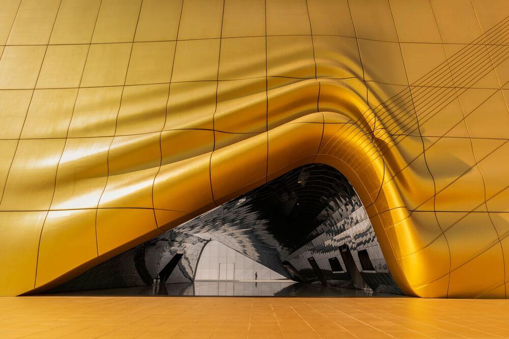 صورة بعنوان ذوبان الذهب، للمصور شارلز ساسويناتو من إندونيسيا، الفائز بالمركز الأول في فئة التصوير المعماري من مسابقة التصوير الدولية جائزة حمدان بن محمد بن راشد آل مكتوم الدولية للتصوير الضوئي