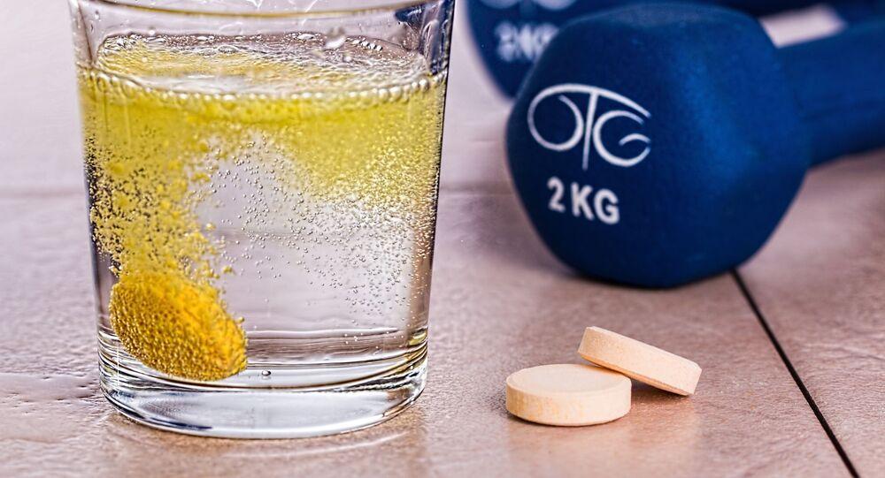 مكملات غذائية متنوعة منها مكمل فيتامين سي