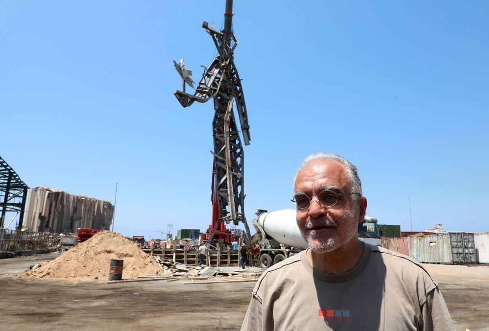 تمثال الرمز، من عمل الفنان المعماري نديم كرم، الذي شيد في موقع انفجار مرفأ بيروت، 27 يوليو 2021