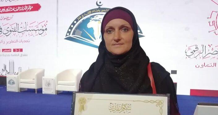 كفالوفا إلينا باحثة شرعية روسية أثناء تكريمها بمؤتمر الافتاء بالقاهرة