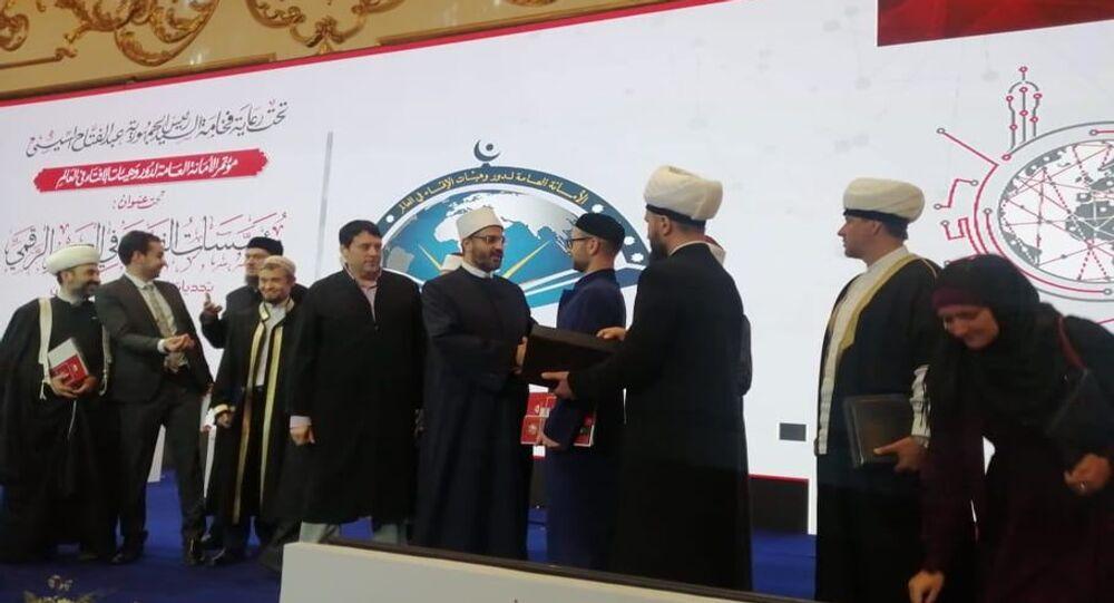أئمة روس أثناء تكريمهم بمؤتمر الإفتاء بالقاهرة