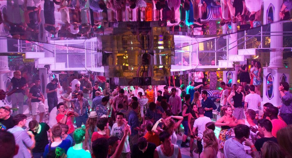 حفل في جزيرة إيبيزا