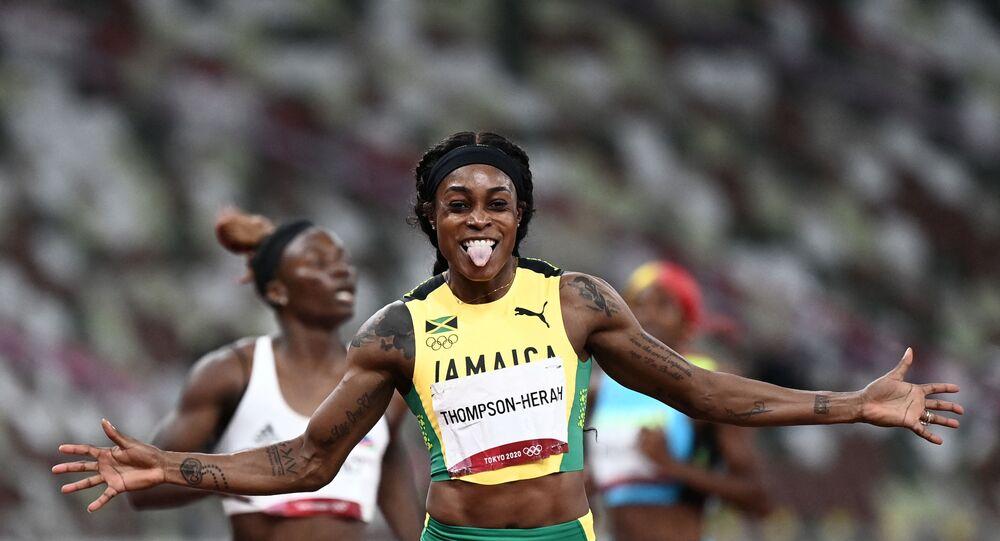 الجامايكية إيلين طومسون-هيرا الفائزة بذهبيتي السرعة في أولمبياد 2020