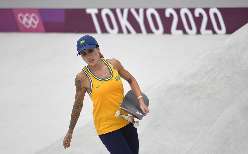 راكبة الألواح الخشبية البرازيلية ليتيسيا بوفوني