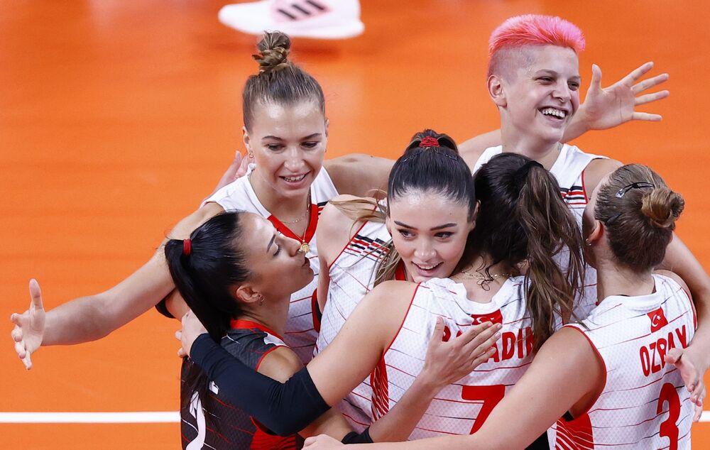 لاعبة كرة الطائرة التركية زهرا غونيس