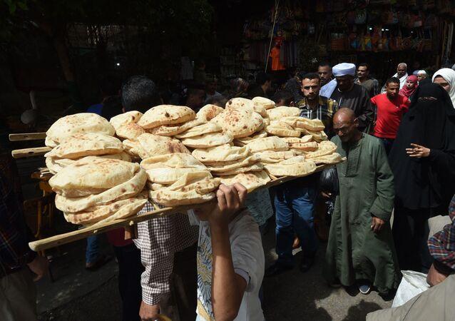 رغيف العيش المدعوم في مصر